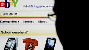 Viele Herren nutzen den Online-Shop eBay nicht nur, um Schnäppchen zu finden...