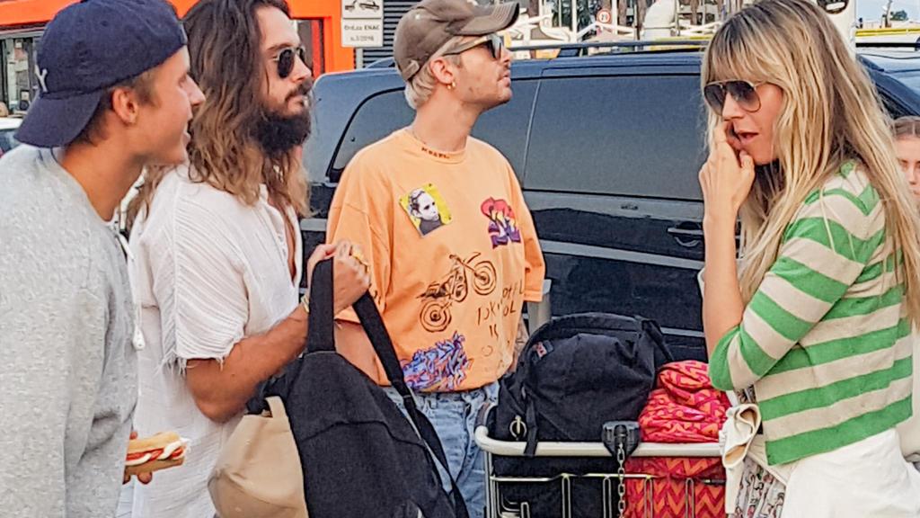 Also doch bald Hochzeit im Bella Italia ? Heidi Klum und Tom Kaulitz kommen in Neapel an. Mit dabei ist Bruder Bill Kaulitz und andere Familienangehörige.