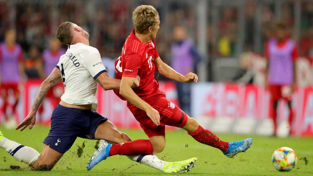 MUNICH, GERMANY - JULY 31: Jann-Fiete Arp of FC Bayern Muenchen (R) scores his team's first goal nest to Toby Alderweireld of Tottenham Hotspur during the Audi cup 2019 final match between Tottenham Hotspur and Bayern Muenchen at Allianz Arena on Jul
