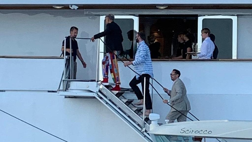 Wolfgang Joop kommt auf der Klumlitz-Yacht an