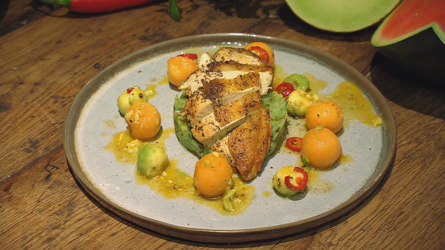 Herrlich Melonig – Exotische Frische in der Küche: Mohnhähnchen mit Avocado-Melonen-Kugeln und Spinat-Kartoffelstampf