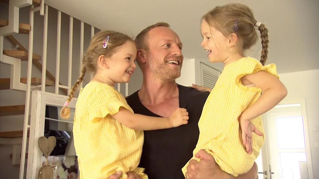 GZSZ-Star Markus Ertelt mit seinen beiden Töchtern.