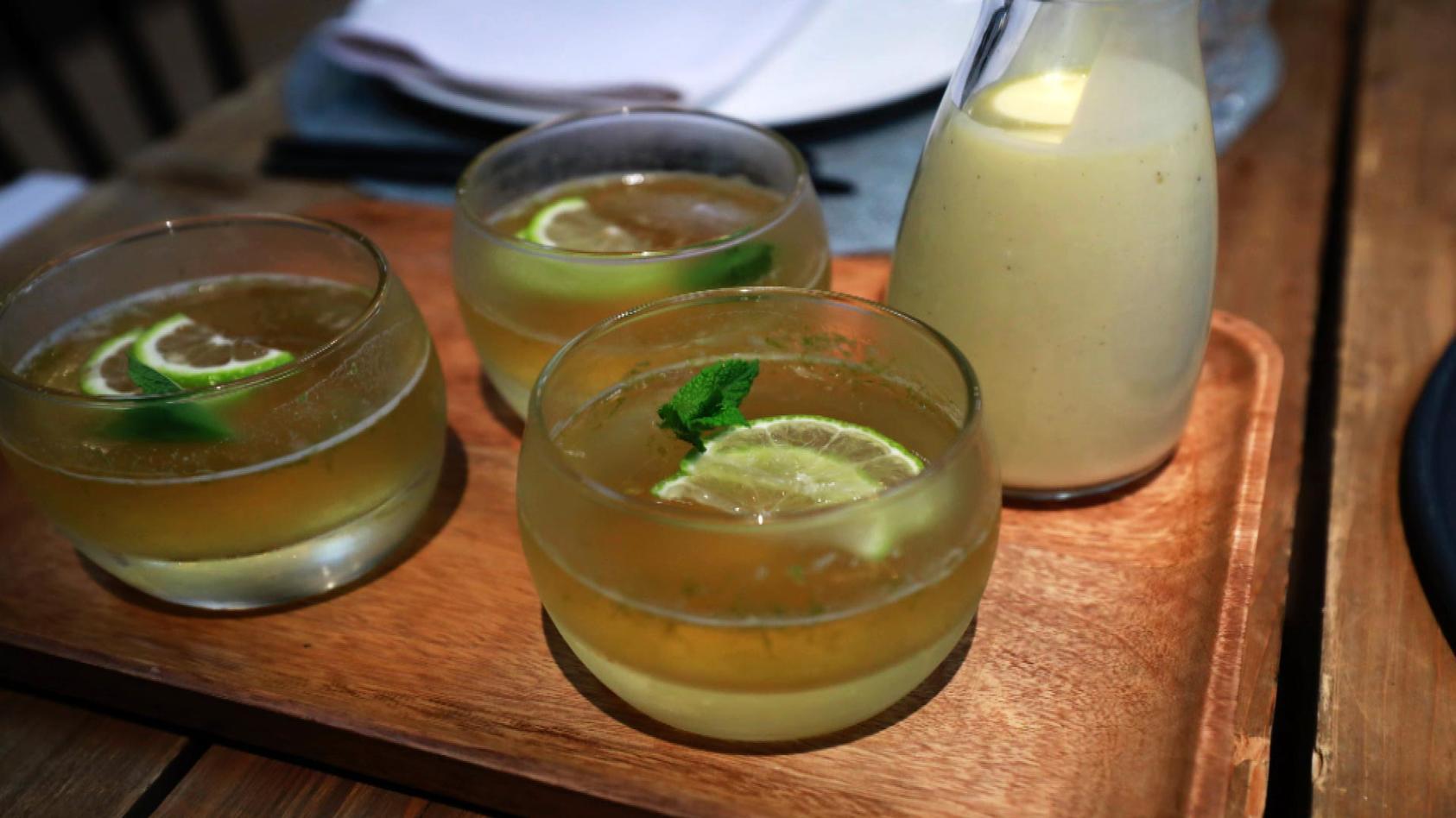 Crème de la Crème – Zarter Gaumenschmaus: Hugo-Wackelpudding mit Vanillesauce