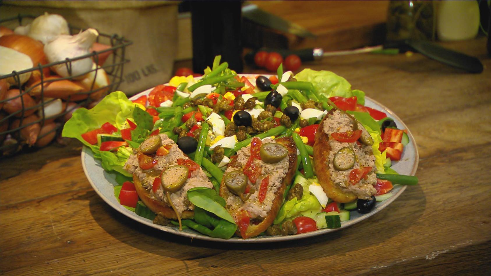 Überraschung! – Spontan kreative Gerichte zaubern:   Nizza-Salat mit Thunfischcreme-Crostini