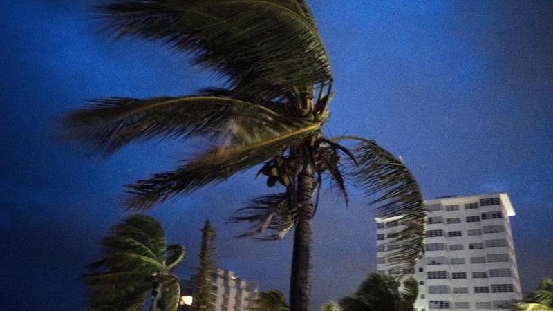 """Der Wirbelsturm """"Dorian"""" ist zu einem Hurrikan der gefährlichsten Kategorie hochgestuft worden und mit starken Windgeschwindigkeiten auf die Bahamas getroffen, eine Inselgruppe südöstlich des US-Bundesstaats Florida. Foto: Ramon Espinosa/AP"""