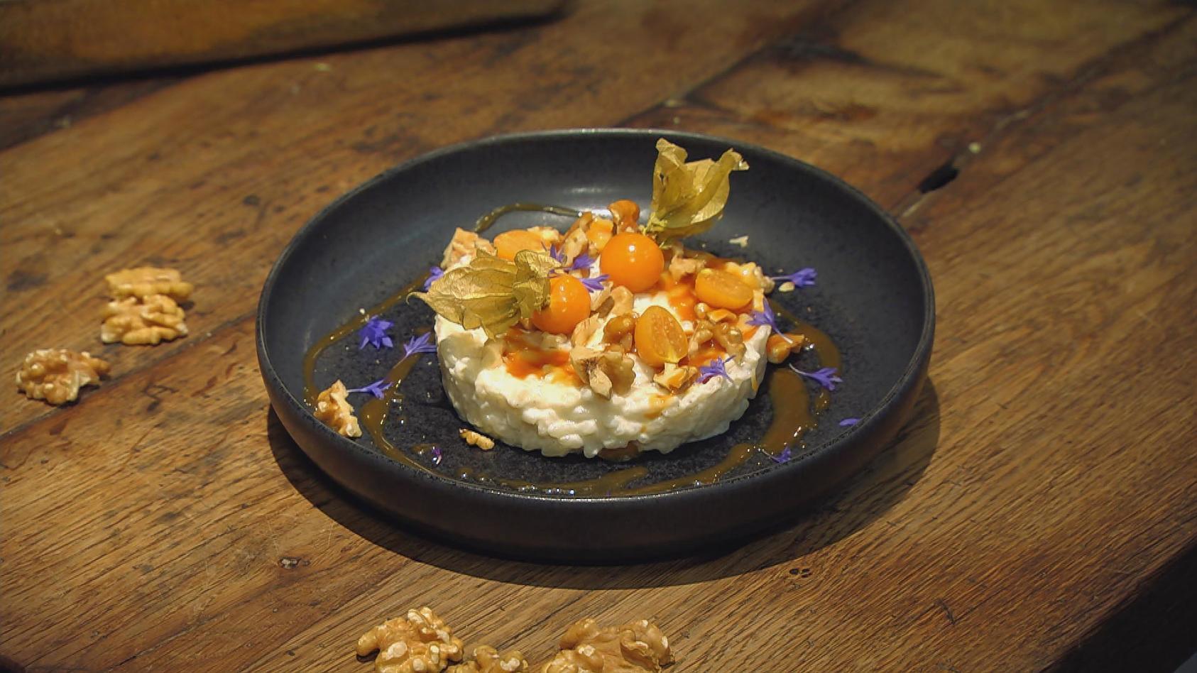 Der Reis ist heiß – Besondere Reisgerichte: Marzipan-Milchreis mit Karamell-Sauce