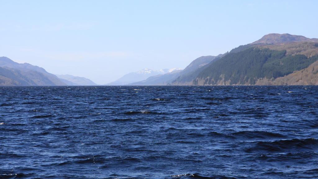 ARCHIV - 17.04.2014, Großbritannien, Inverness: Der See Loch Ness im schottischen Hochland bei Inverness. Die Uralt-Saga um das Monster von Loch Ness ist um ein Kapitel reicher. Nach einer gründlichenAnalyse von DNA-Proben aus dem See im schottische