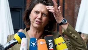 Verbraucherschutzministerin Ilse Aigner warnt wegen des EHEC-Erregers vor dem Verzehr von Rohkost