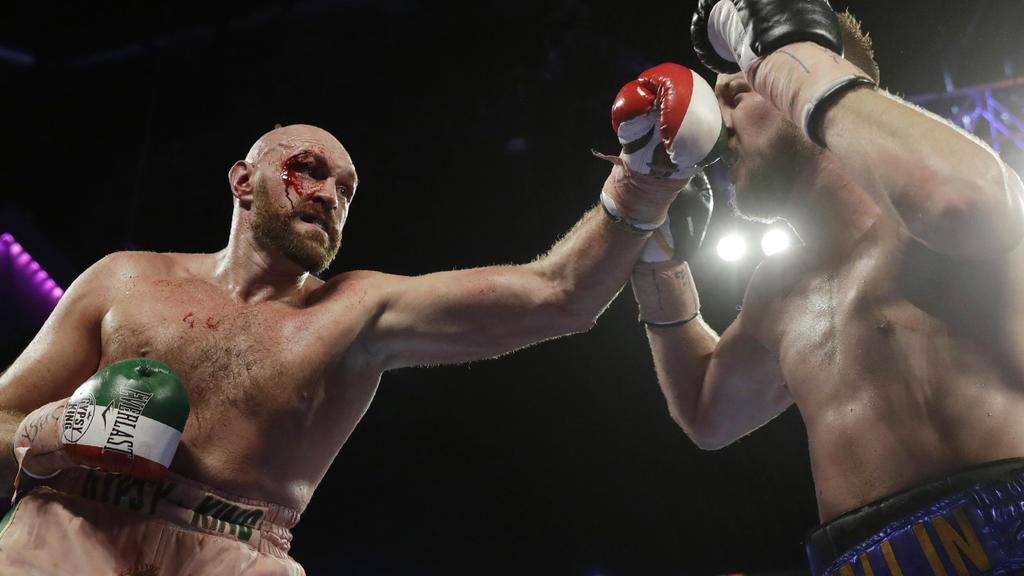 14.09.2019, USA, Las Vegas: Boxen: Schwergewicht, Fury (Großbritannien) - Wallin (Schweden). Tyson Fury (l) kämpft gegen Otto Wallin. Foto: Isaac Brekken/FR159466 AP/dpa +++ dpa-Bildfunk +++