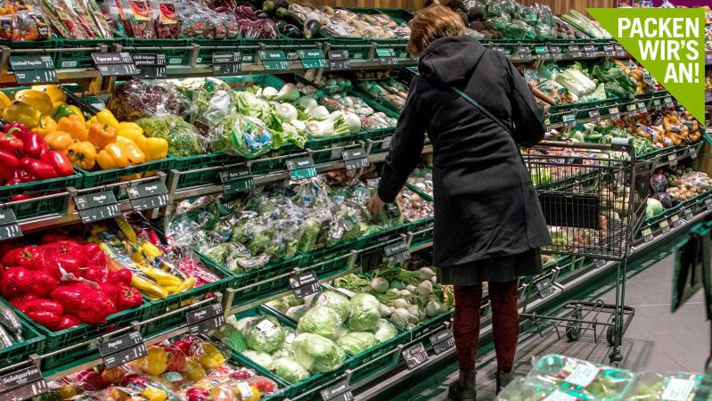 So weit das Auge reicht: Obst und Gemüse in Plastikverpackungen