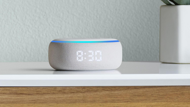 Mit dem Echo Dot kann beispielsweise Musik abgespielt , Fragen beantwortet oder die Nachrichten vorgelesen werden.