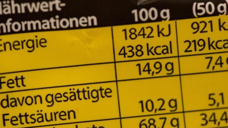 Die Nährwertkennzeichnung gilt nicht für alle Nahrungsmittel. Foto: Andrea Warnecke/dpa-tmn