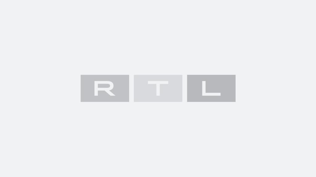 """""""Love Island"""": Yasin und Samira haben Spaß beim Wiesn-Spiel."""