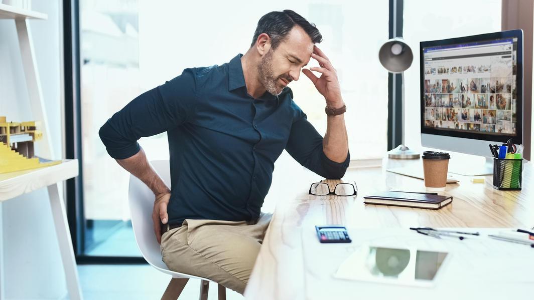 Im Alter nimmt bei den Männern die Testosteronproduktion ab, was sich negativ auf die Libido und das Gewicht auswirken kann.