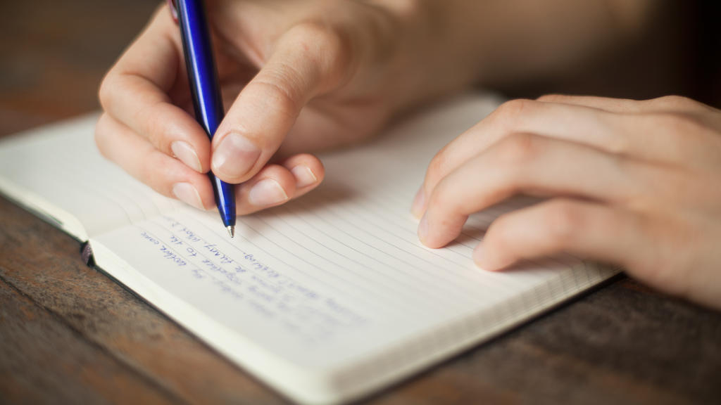 Tagebuch schreiben mit der Hand verdrahtet Synapsen