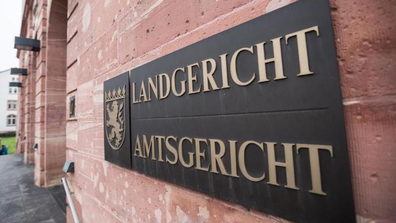 Prozessauftakt vor dem Landgericht Hanau.