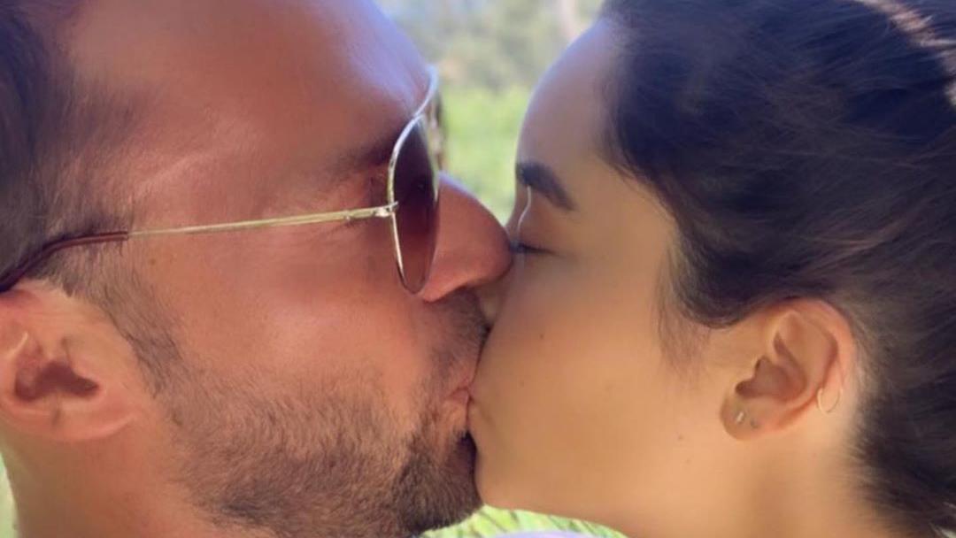 Bastian Yotta und seine Marisol Ortiz haben sich zum Knutschen gern.