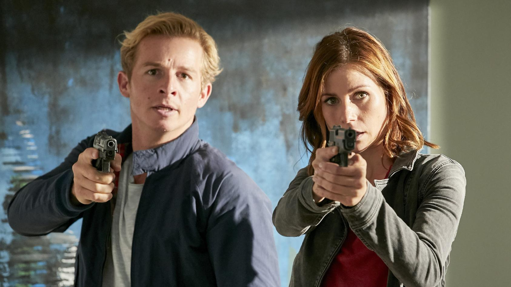 "Neben Paul Renner (Daniel Roesner, li.) quittiert u.a. auch Jenny (Katrin Heß, re.) zum Ende der 35. ""Cobra 11""-Staffel den Dienst."