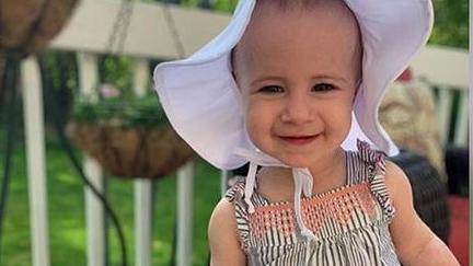 Die kleine Chloe fiel aus einem Fenster auf einem Kreuzfahrtschiff.
