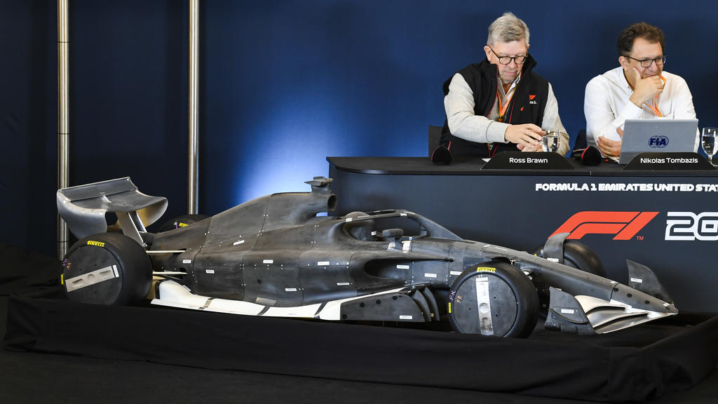 2019 United States GP AUSTIN, TEXAS - OCTOBER 31: Ross Brawn, Managing Director of Motorsports, FOM, Chase Carey, Chairman, Formula 1 and Nikolaz Tombazi unveil the 2021 Formula 1 regulations in a press conference, PK, Pressekonferenz during the 201