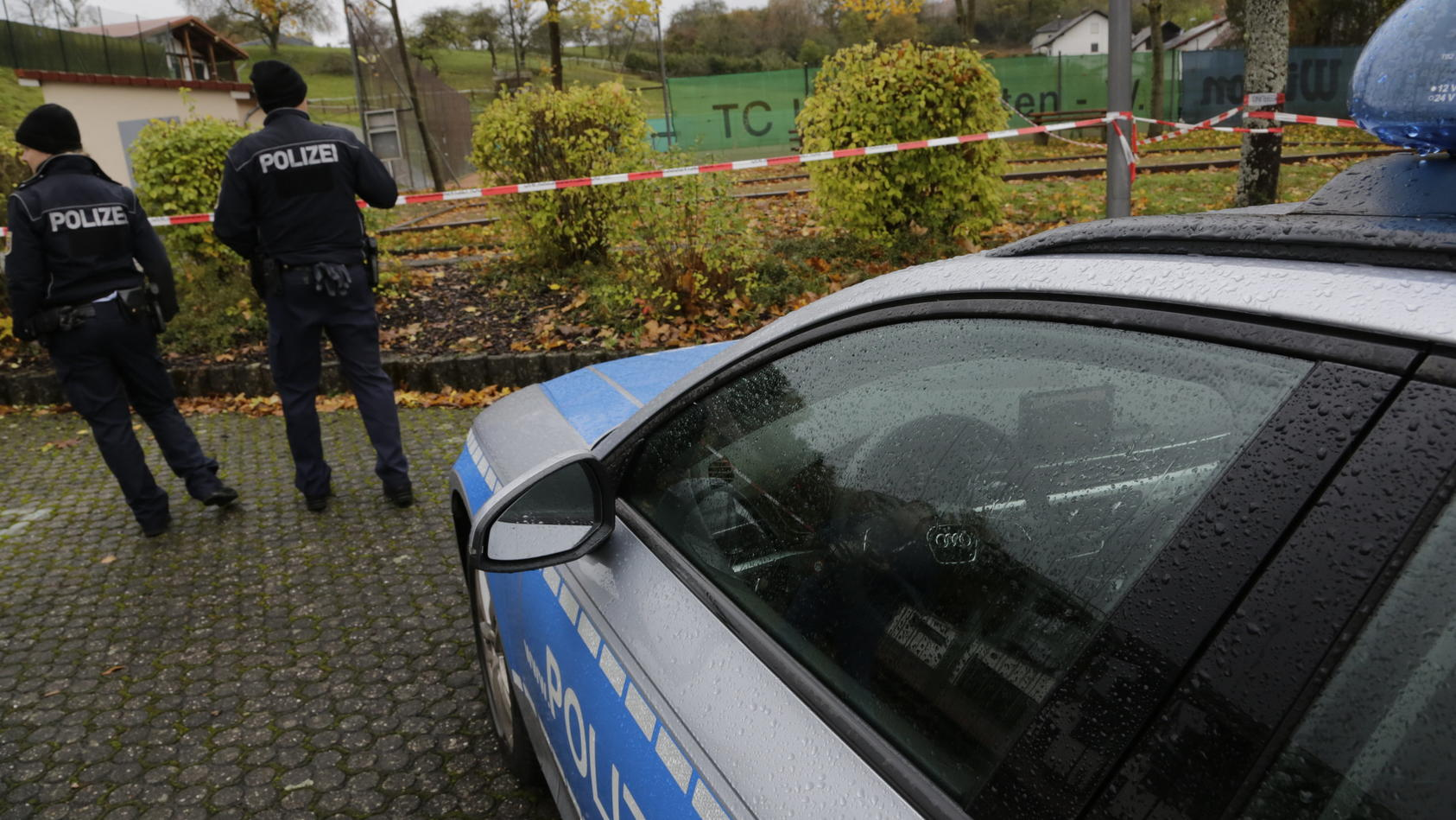 Mann mit Axt von Polizei erschossen
