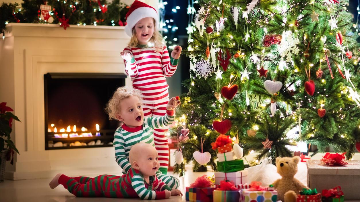 An Heiligabend steht der Weihnachtsbaum im Mittelpunkt.