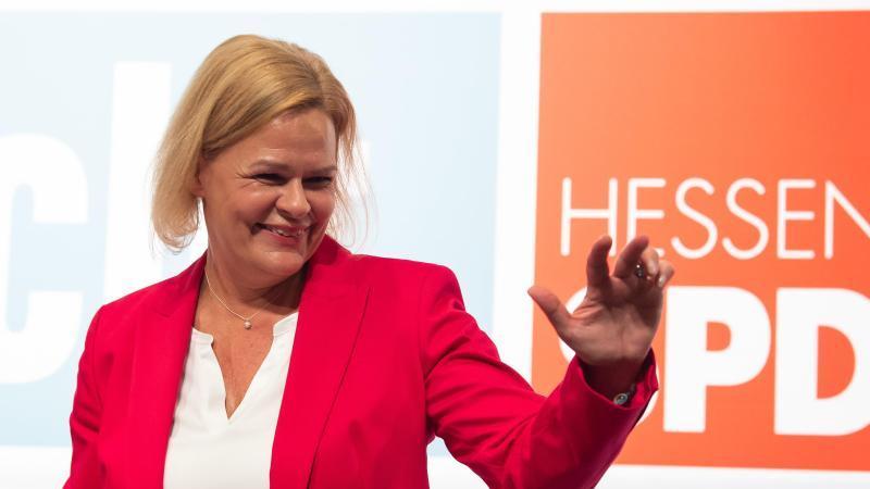 Nancy Faeser, Generalsekretärin der SPD Hessen, zeigt vollen Einsatz bei Wahlkampfterminen - und hält durch bis zum Schluss.