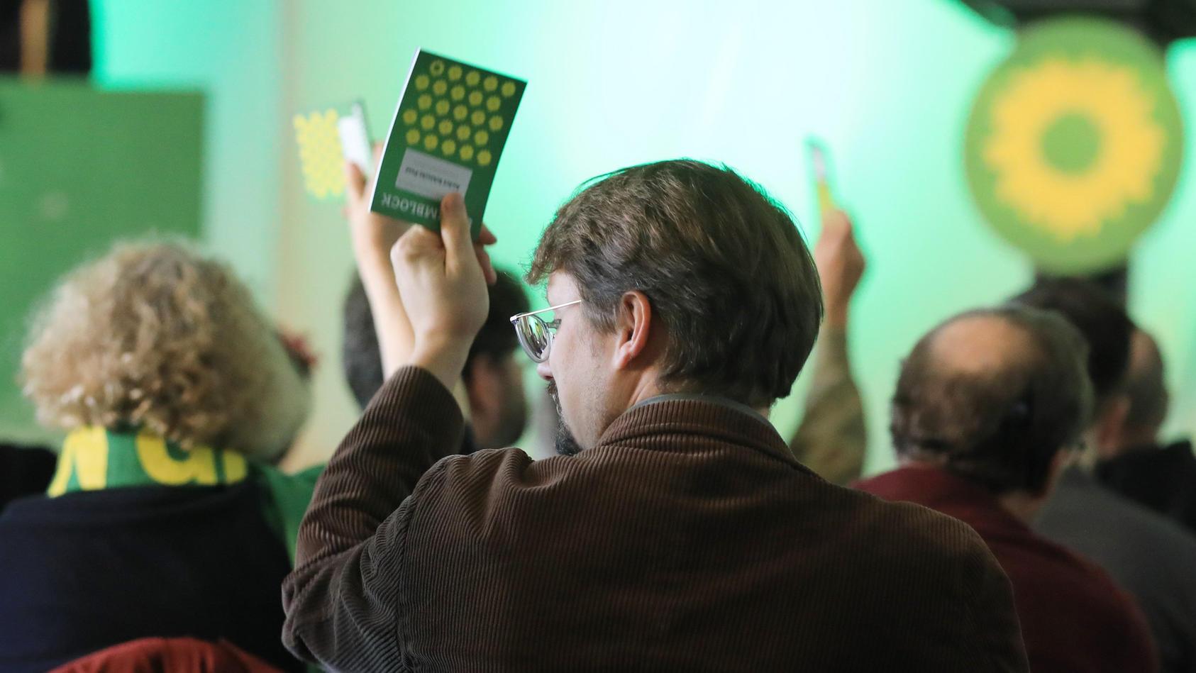 Auf ihrem Parteitag in Magdeburg haben die Grünen ein Fleischverbot für alle internen Treffen und öffentlichen Veranstaltungen beschlossen.
