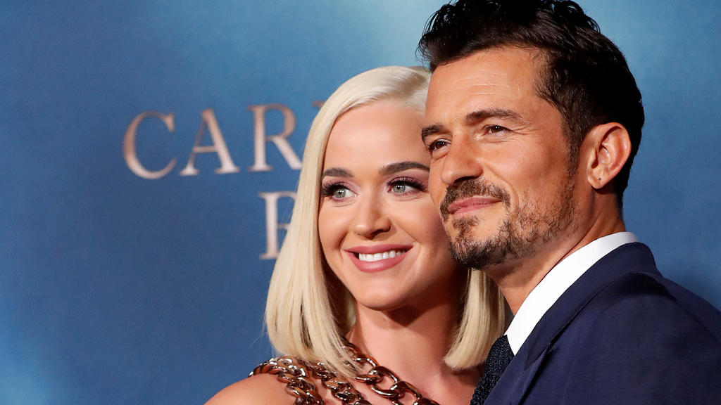 """FILE PHOTO: Cast member Orlando Bloom and singer Katy Perry attend the premiere for the television series """"Carnival Row"""" in Los Angeles, California, U.S., August 21, 2019. REUTERS/Mario Anzuoni/File Photo"""