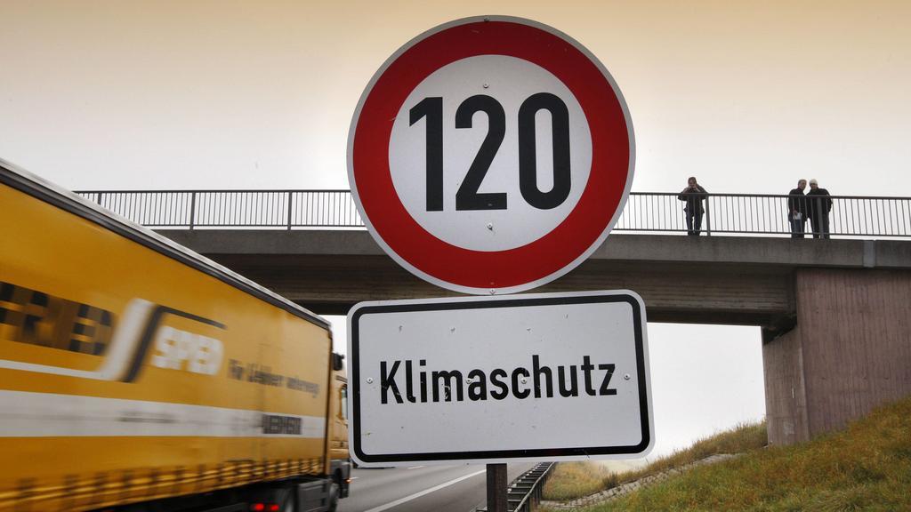 Bundesumweltamt fordert Tempo 120