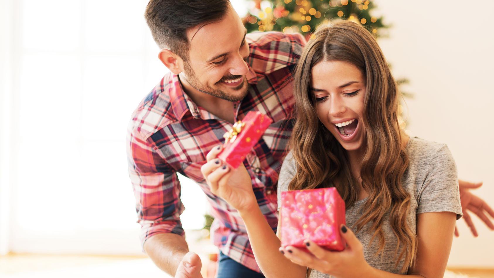 Mit unseren Geschenkideen für die Partnerin wird Weihnachten auf jeden Fall ein Fest!