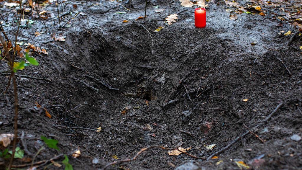 Die Polizei hat in einem Wald in Duisburg die Leiche einer jungen Frau gefunden. Es ist die vermisste Mine O.