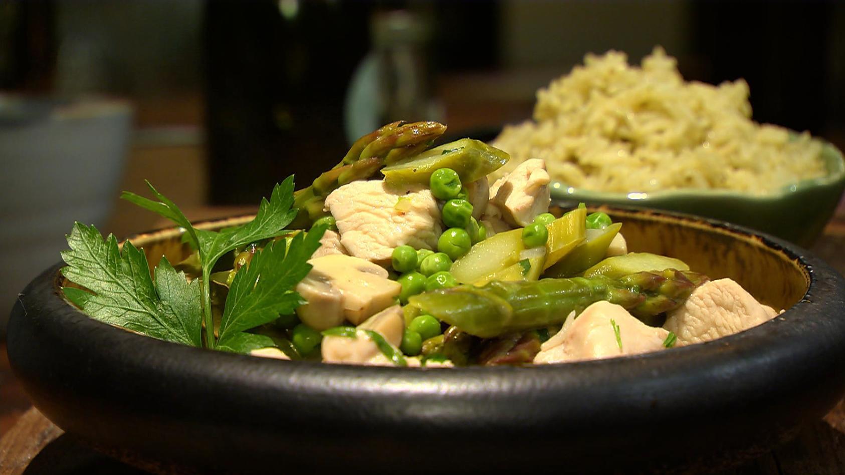 Das schmeckt allen – Kochen für die Familie: Hühnerfrikassee mit Pesto-Reis
