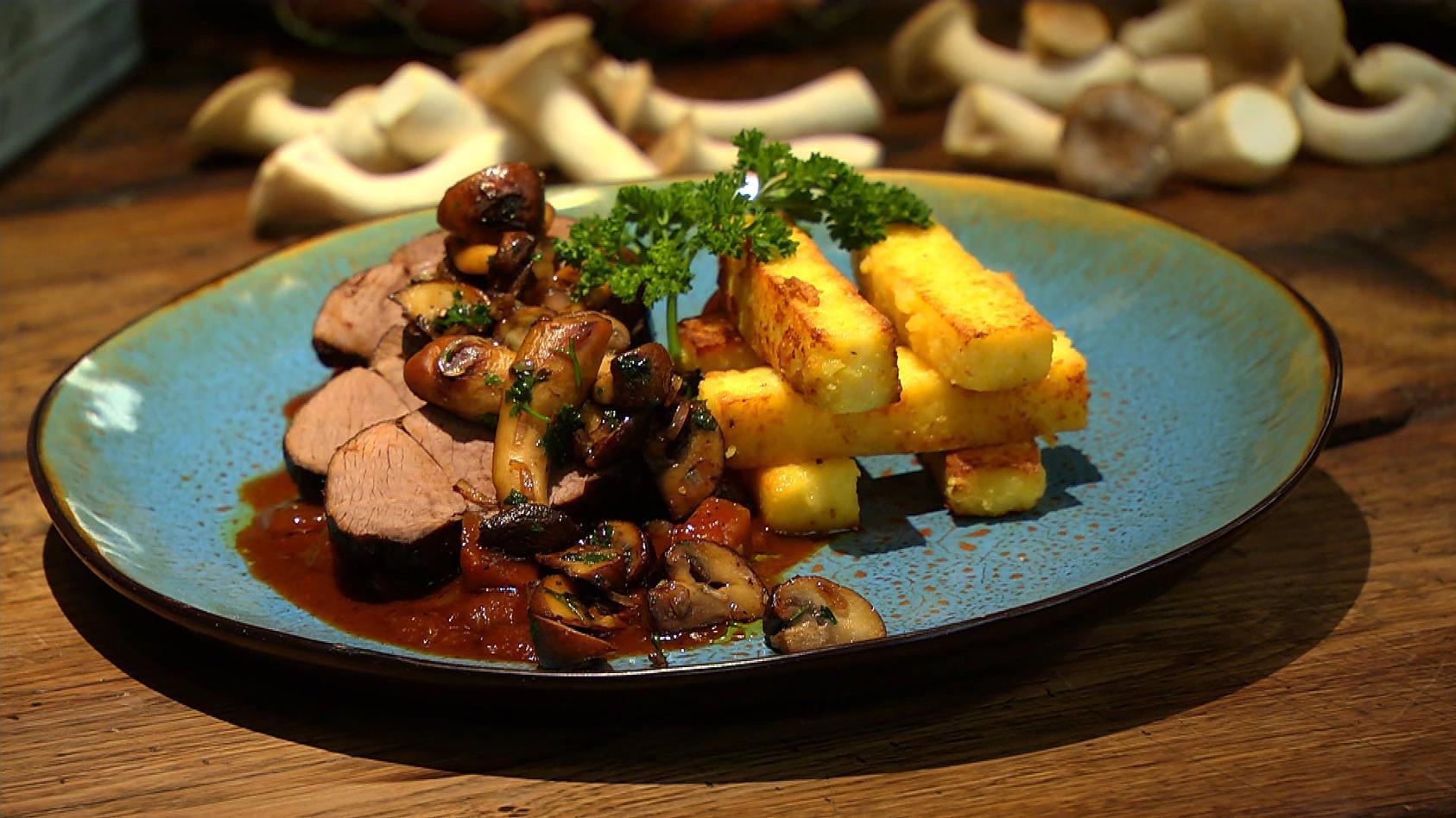 Spitzenküche so simpel, so lecker: Hirschkeule in Pilzsauce mit Polenta-Pommes