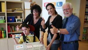 """""""RTL – Wir helfen Kindern""""-Patin Bettina Zimmermann übergibt 479.940 Euro"""