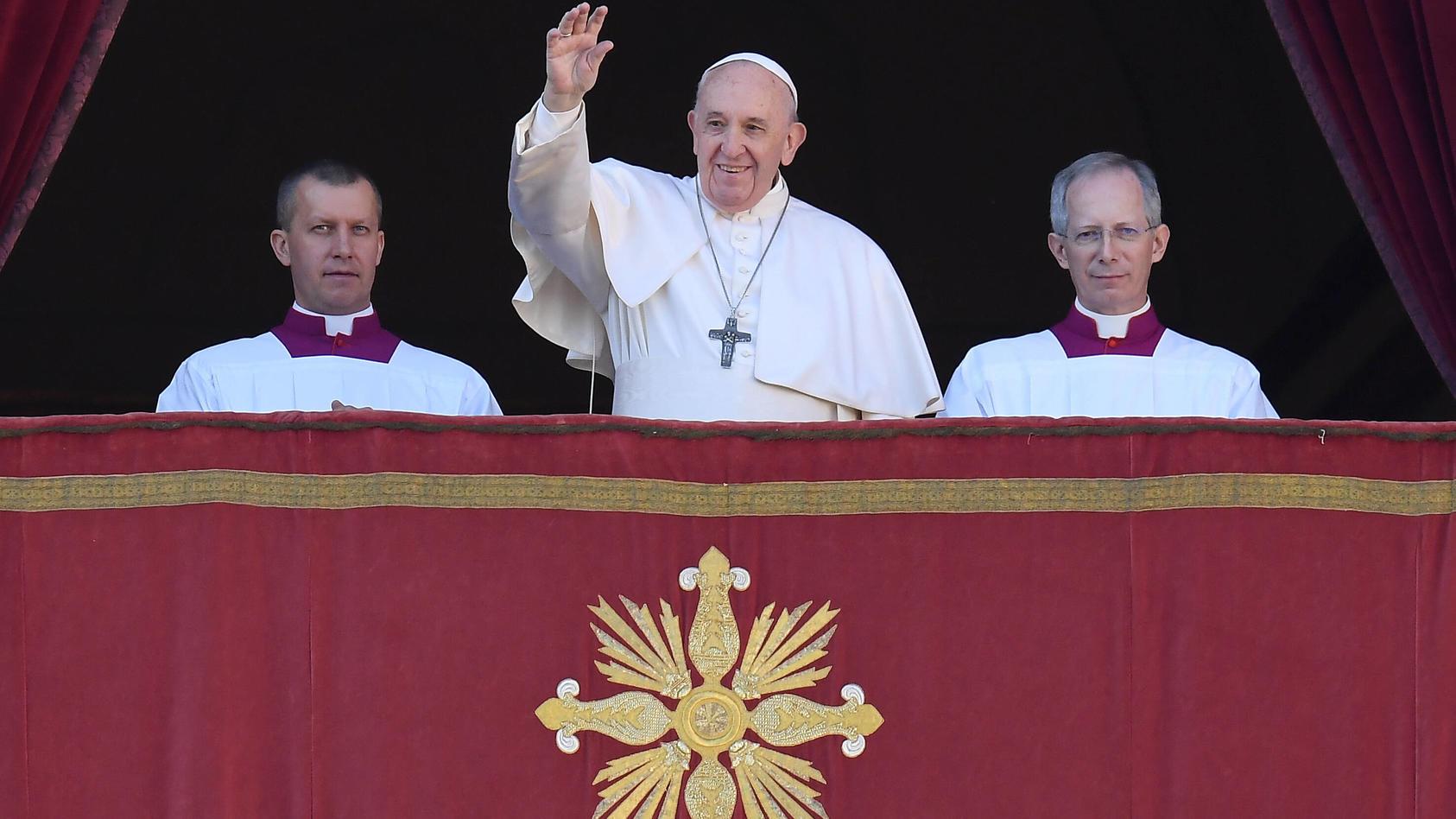 Rom, Vatikan Weihnachten 25.12.2019 Papst Franziskus I. spricht den Urbi Et Orbi Segen von der Loggia des Petersdom ***