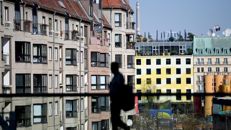 Seit zehn Jahren steigen die Immobilienpreise in deutschen Städten. Ökonomen halten sie inzwischen für bis zu 30 Prozent überhöht. Foto: Britta Pedersen/zb/dpa