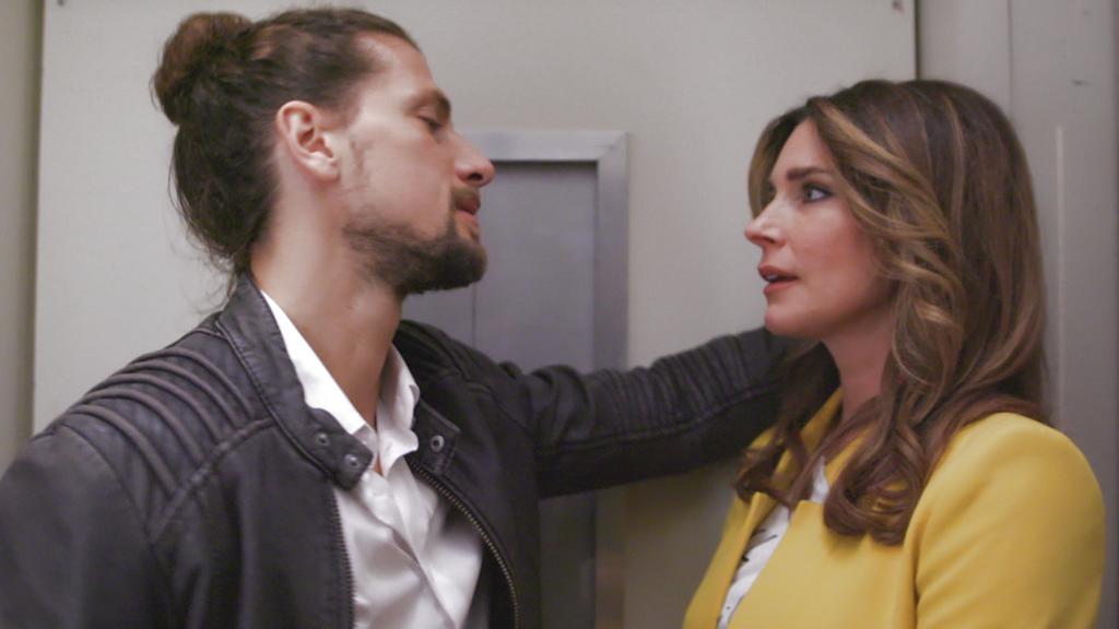 """""""Unter uns""""-Folge 6273 vom 13.01.2020: Eva und Luke kommen sich im Aufzug näher"""