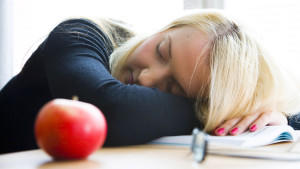 Manche Menschen sind für den Mittagsschlaf geboren - anderen fällt er eher schwer.