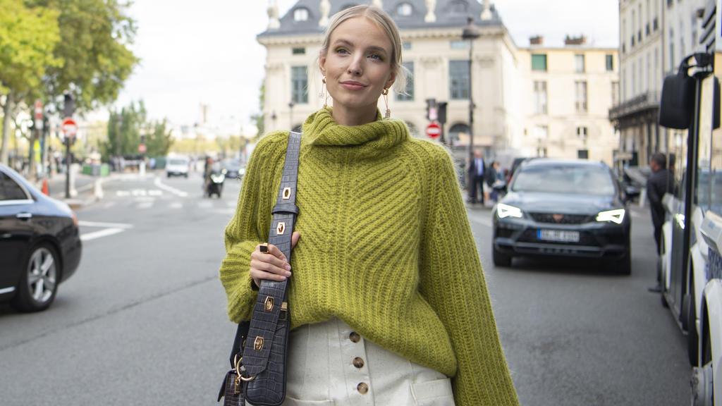 Leonie Hanne bei der Paris Fashion Week