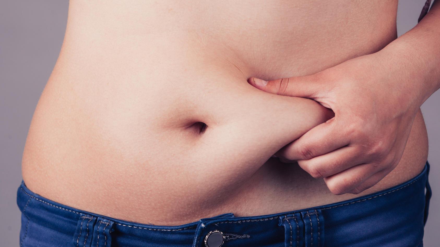 Viele Menschen haben schon unzählige Diäten ausprobiert. Nur wenige nehmen dadurch langfristig ab.