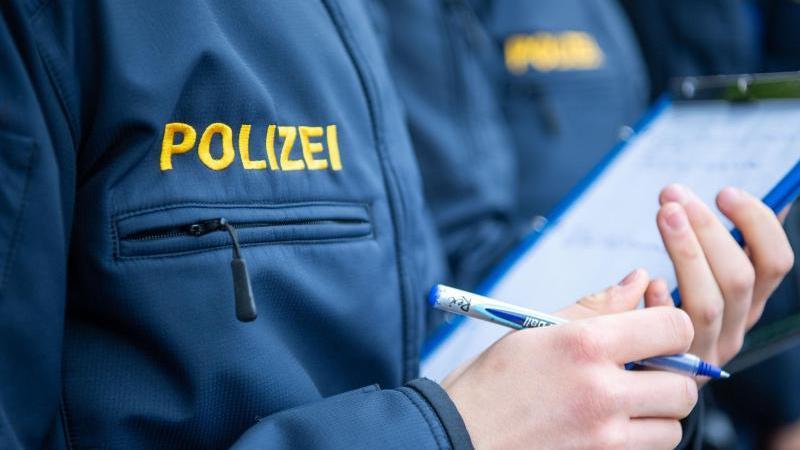 Es ist ein Skandal! Seit Monaten feiern angehende Polizisten in einem Wohnheim der Polizeischule in Güstrowin Meckenburg-Vorpommern wilde Partys.