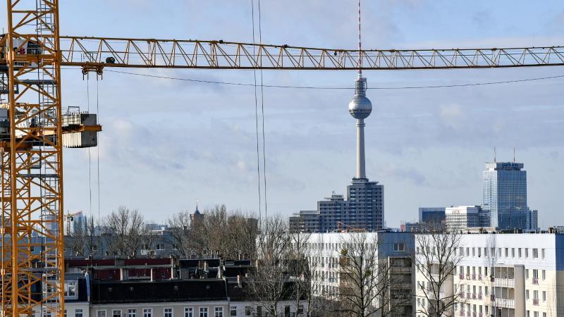 Vor allem in Großstädten wie Berlin bringen die hohen Mieten die Deutschen in Not.