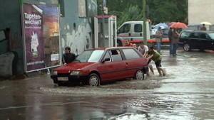 In Essen standen binnen Minuten die Straßen unter Wasser, so stark war der Regen.