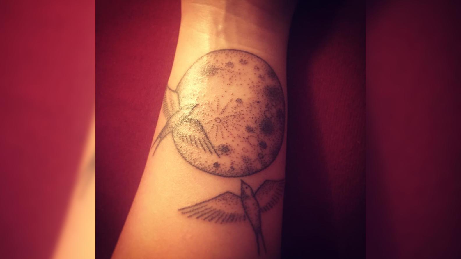 Schwalben tattoo handgelenk bedeutung
