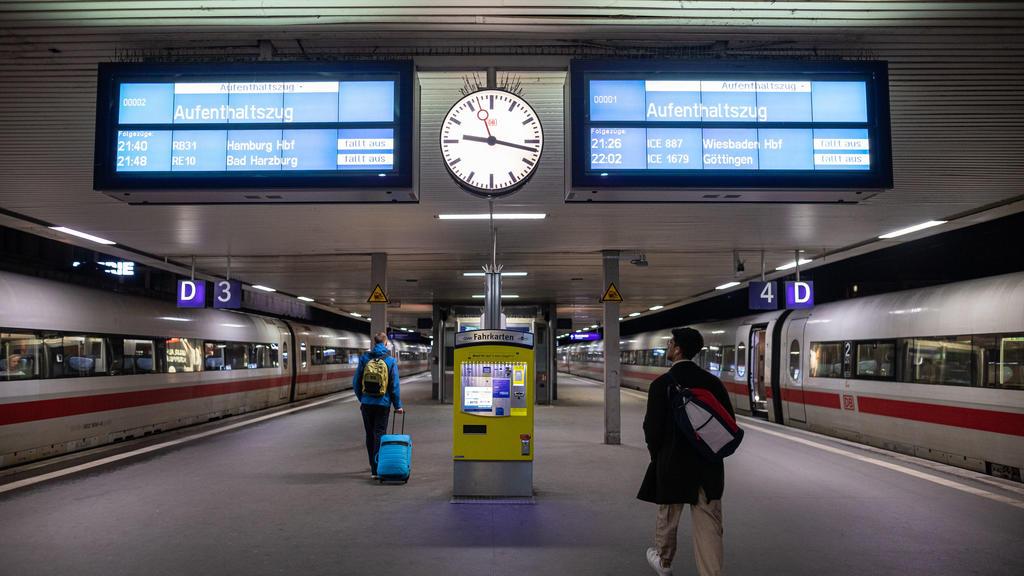 Anzeigetafeln im Hauptbahnhof Hannover