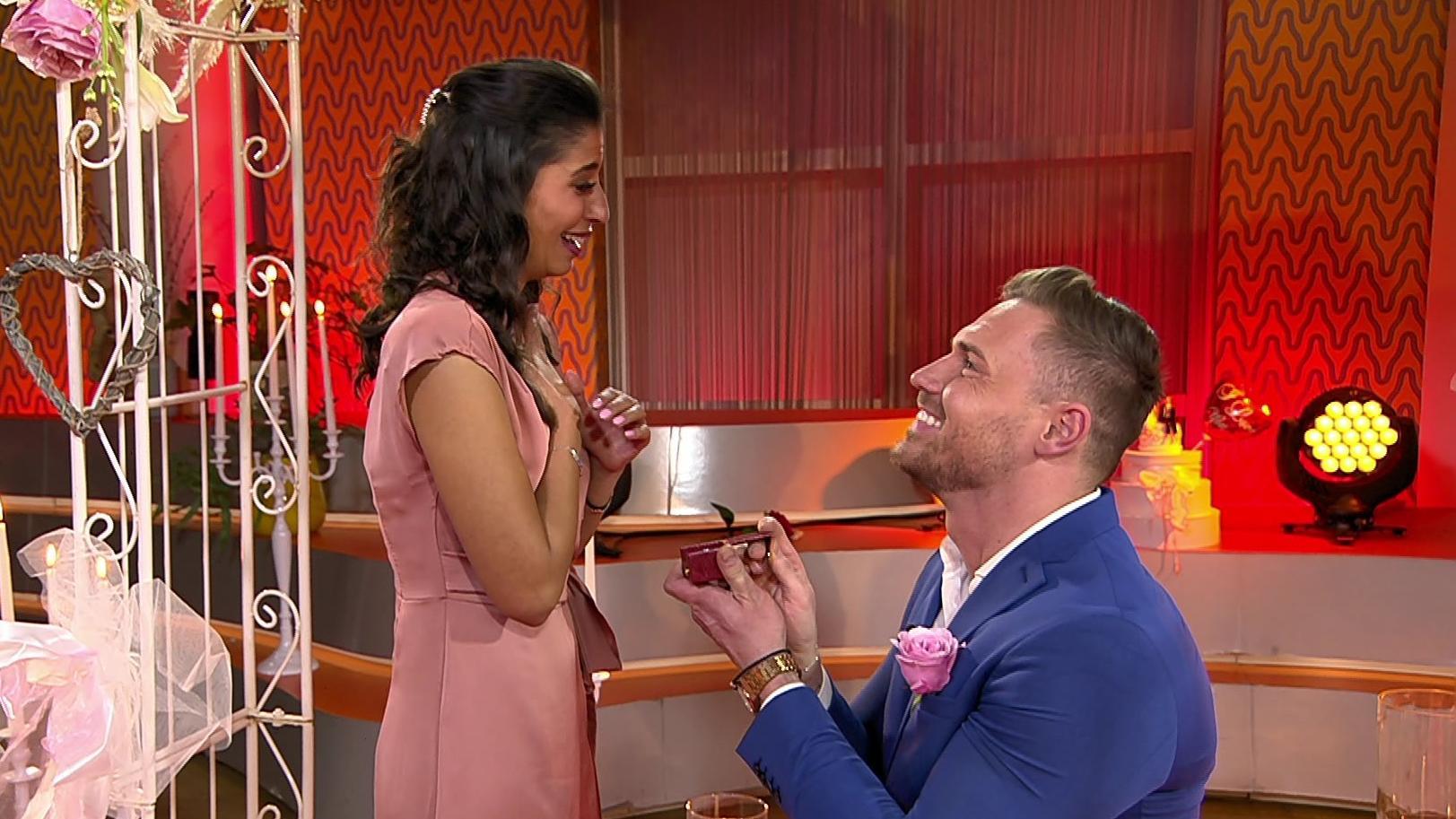 Bei RTL hat Chris seiner Eva Benetatou einen Antrag gemacht.