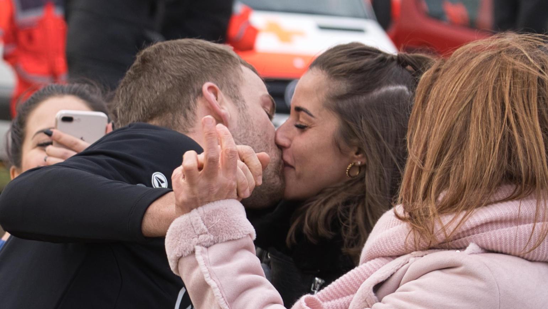 Dieses Foto geht durch die Medien - Sarah Lombardi küsst Julian Büscher, ihren neuen Freund.