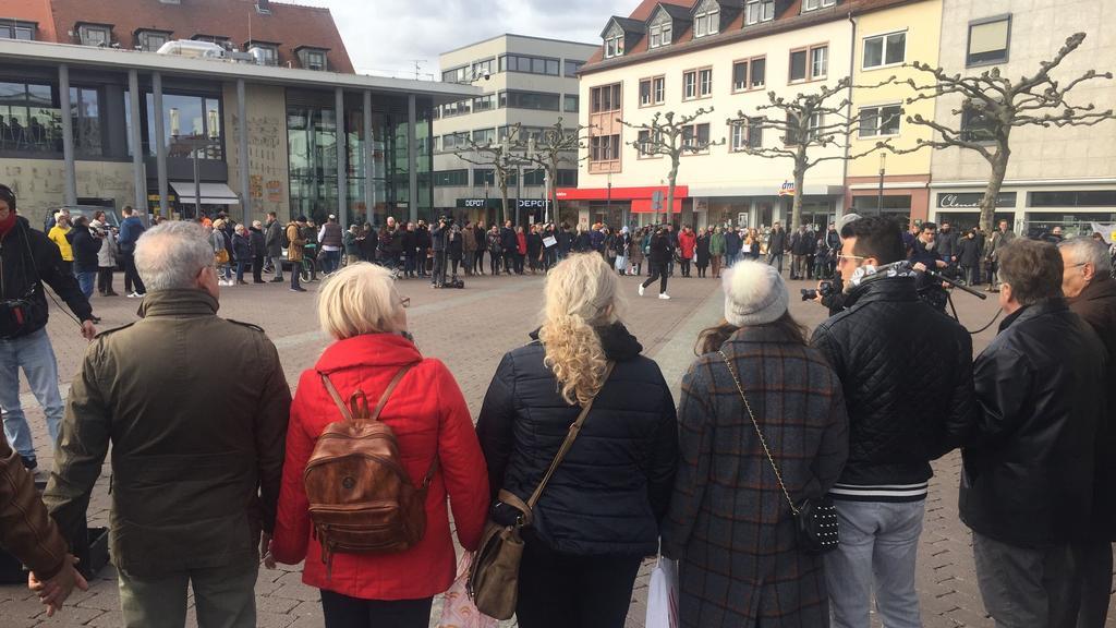 """Wir sind Hanau"" - Spontandemo gegen Rechts"