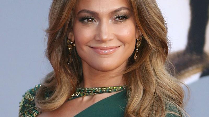 Jennifer Lopez geizt auch im Alter von 51 Jahren nicht mit ihren Reizen.